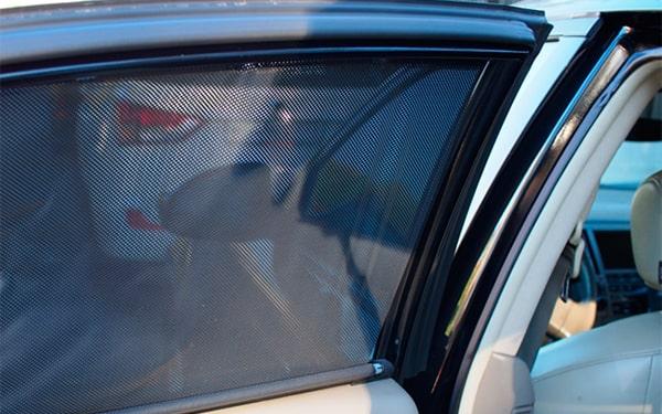 Быстросъемная тонировка- автошторки из сетки в виде ролет