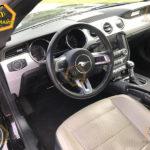Ford Mustang фото панели приборов