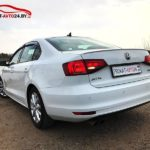 Реальное фото автомобиля Volkswagen Jetta белого цвета