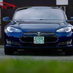 Tesla Model S синего цвета