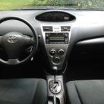 Toyota Yaris 2010 фото панели приборов