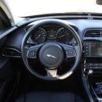 Фото салона Jaguar XE 2017